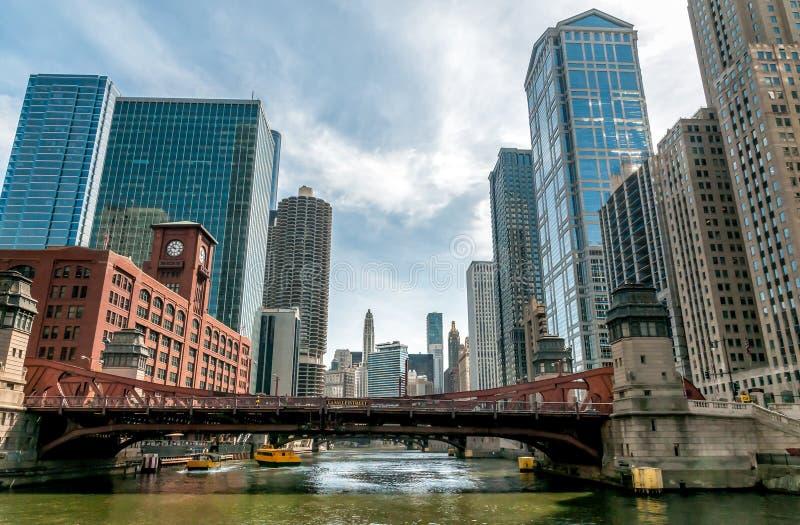 Vista Del Paisaje Urbano De Chicago Del Río Chicago, Estados Unidos ...