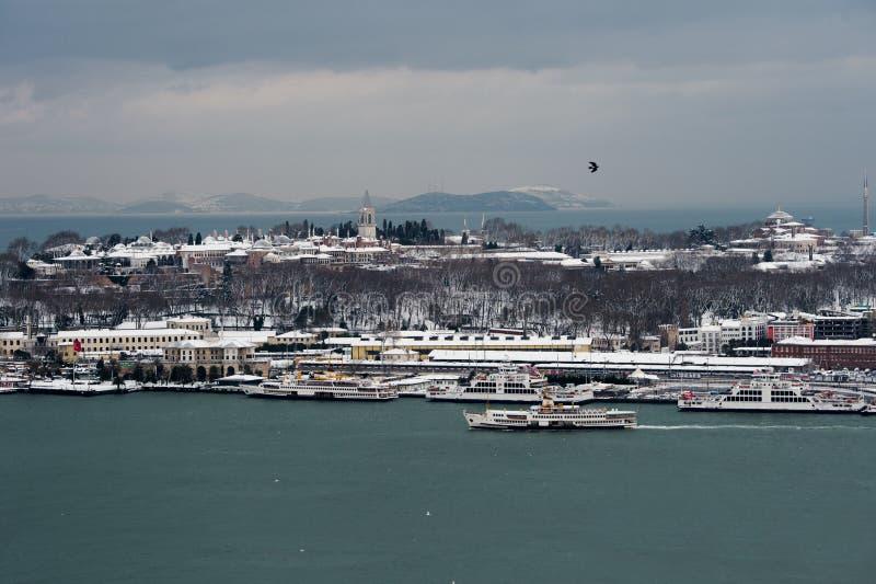 Vista del palacio Ä°stanbul de Topkapi de la torre de Galata fotografía de archivo