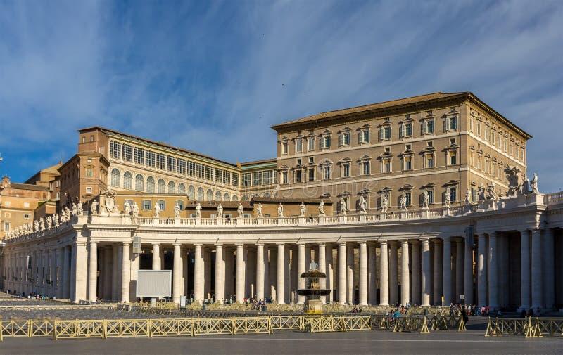 Vista del palacio apostólico del cuadrado de San Pedro imágenes de archivo libres de regalías