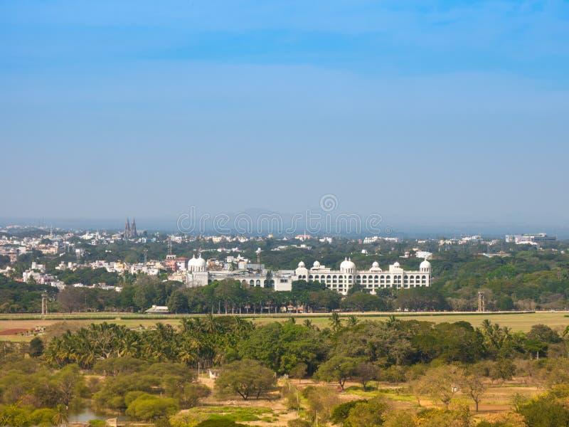 Vista del palacio de las colinas de Chamundi, Mysore, Karnataka, la India de Mysore imagen de archivo libre de regalías