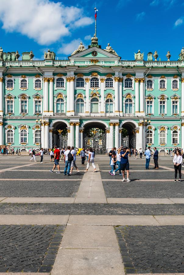 Vista del palacio del invierno en St Petersburg foto de archivo