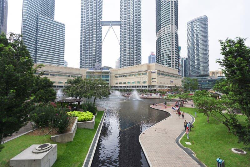 Vista del parque de KLCC en Kuala Lumpur, Malasia. imagenes de archivo