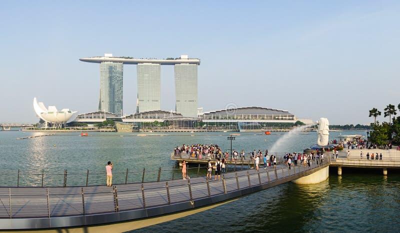 Vista del parque de Merlion con Marina Bays en Singapur fotografía de archivo