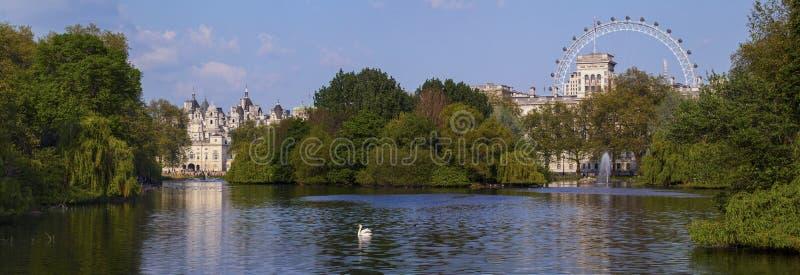 Vista del parque de San Jaime en Londres fotografía de archivo libre de regalías
