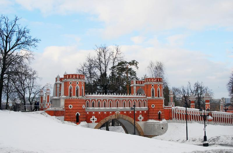 Vista del parque de Tsaritsyno en Moscú Puente calculado fotografía de archivo