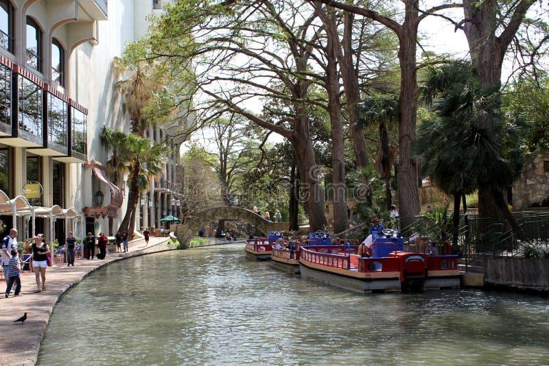 Vista del paseo famoso del río en San Antonio, Tejas - los E.E.U.U. fotos de archivo libres de regalías