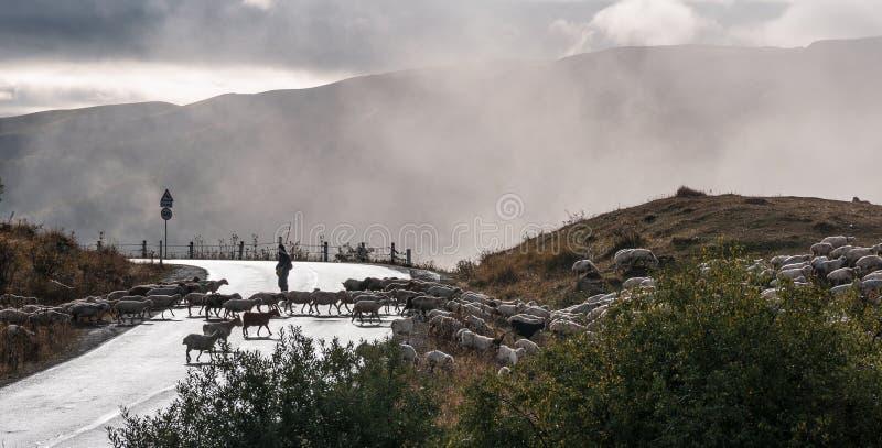 Vista del passaggio nelle nuvole fotografia stock libera da diritti