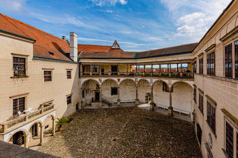Vista del patio del castillo en Telc fotos de archivo libres de regalías