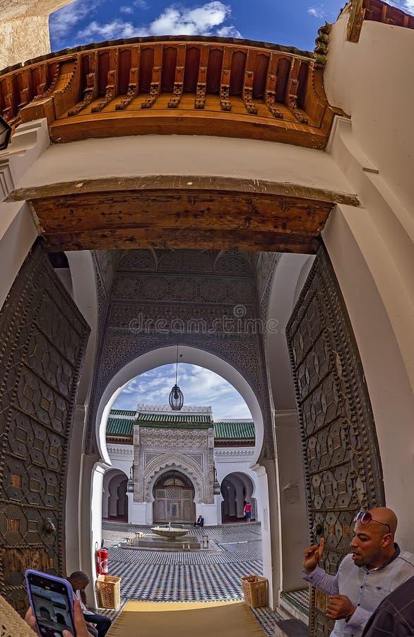 Vista del patio en la mezquita de Karauine foto de archivo libre de regalías