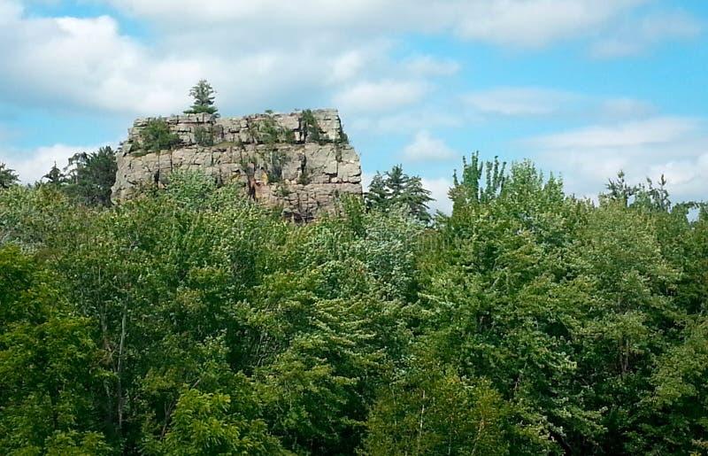 Vista del peñasco en el parque de estado del peñasco del molino fotos de archivo