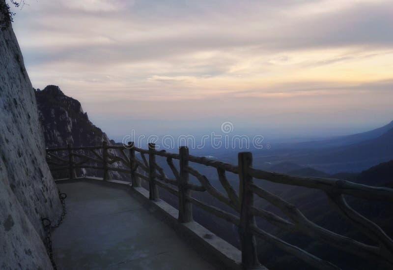 Vista del percorso di tramonto del Monte Song fotografia stock