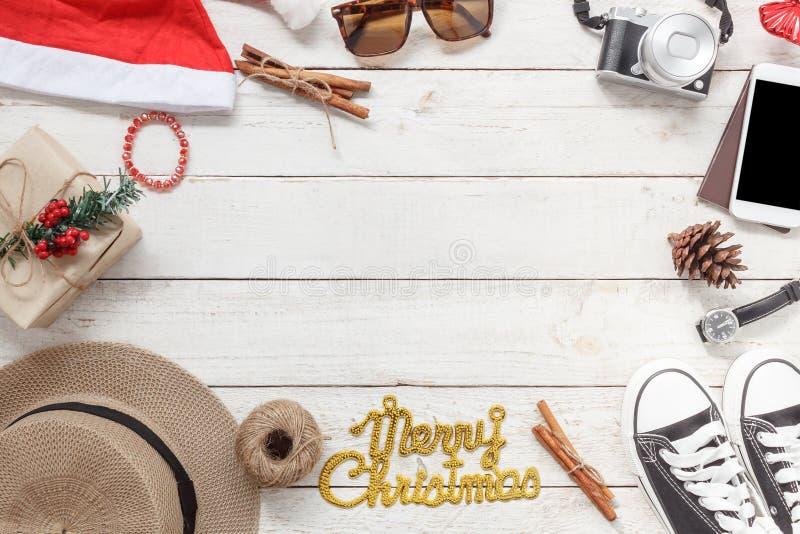 Vista del piano d'appoggio degli ornamenti e Buon Natale e buon anno delle decorazioni fotografie stock