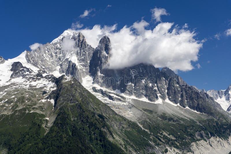 Vista del pico de Aiguille Verte en el macizo de Mont Blanc imagen de archivo