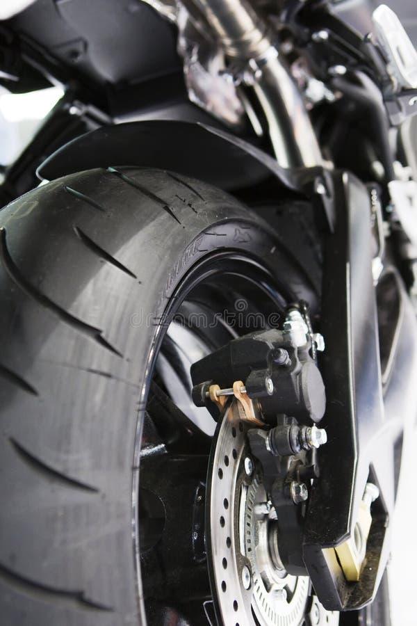 Vista del pneumatico posteriore della motocicletta immagini stock