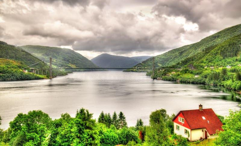 Vista del ponte di Osteroy in Norvegia immagine stock libera da diritti