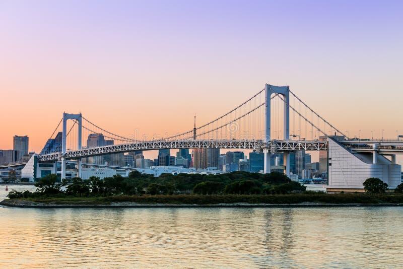 Vista del ponte di Tokyo dal odaiba a Tokyo, Giappone immagine stock