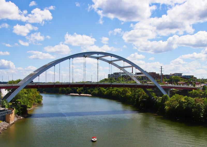 Vista del ponte il fiume Cumberland Nashville Tennessee fotografia stock