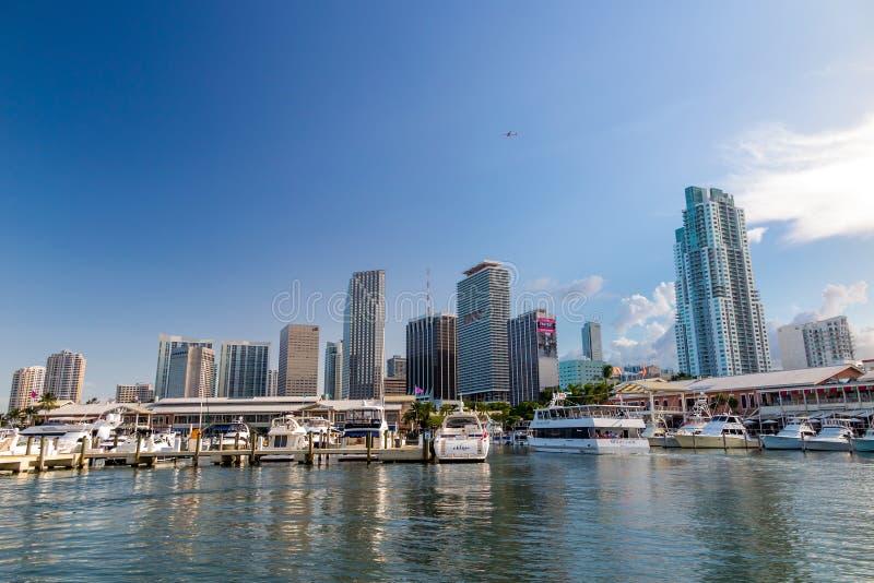 Vista del porticciolo di Miami e del mercato di Bayside fotografie stock