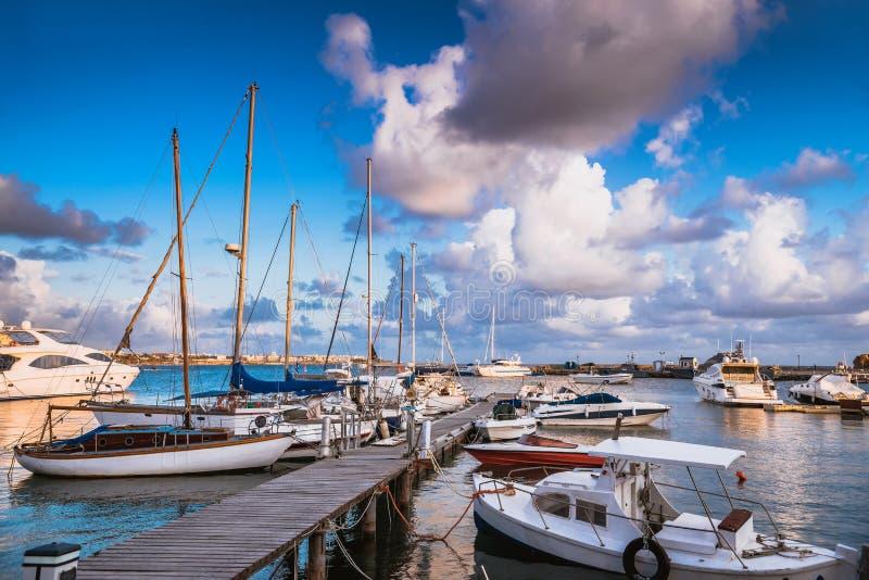 Vista del porto di Pafo cyprus immagine stock libera da diritti