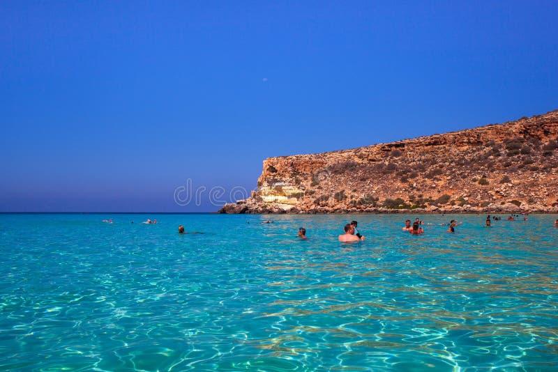 Vista del posto del mare più famoso di Lampedusa, conigli di dei di Spiaggia immagini stock libere da diritti