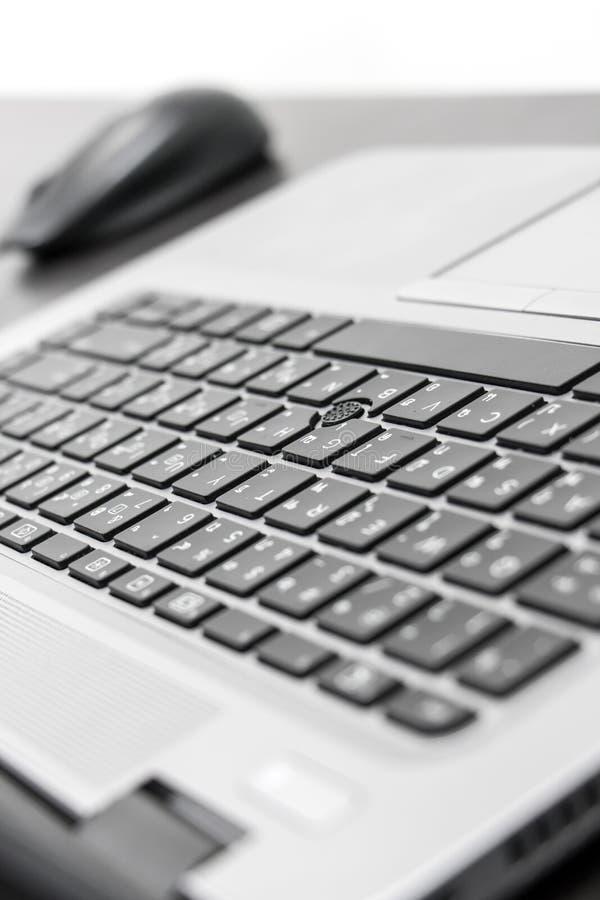 Vista del primo piano della tastiera con il topo fotografie stock