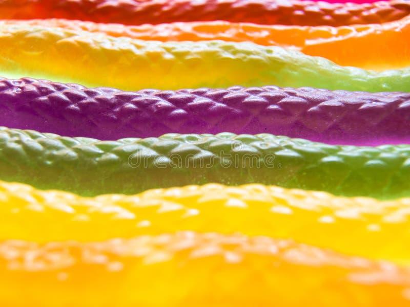 Vista del primo piano delle caramelle a forma di della gelatina del serpente variopinto immagini stock libere da diritti
