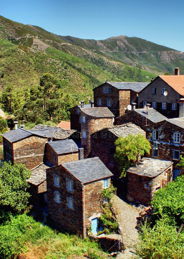 Vista del pueblo de montaña de Piodao imagen de archivo libre de regalías