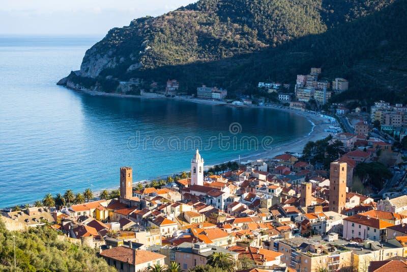 Vista del pueblo del mar de Noli, Savona, Italia foto de archivo libre de regalías