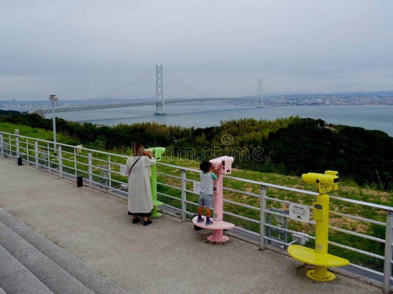 Vista del puente del  de Akashi KaikyÅ en la isla de Awaji fotos de archivo libres de regalías