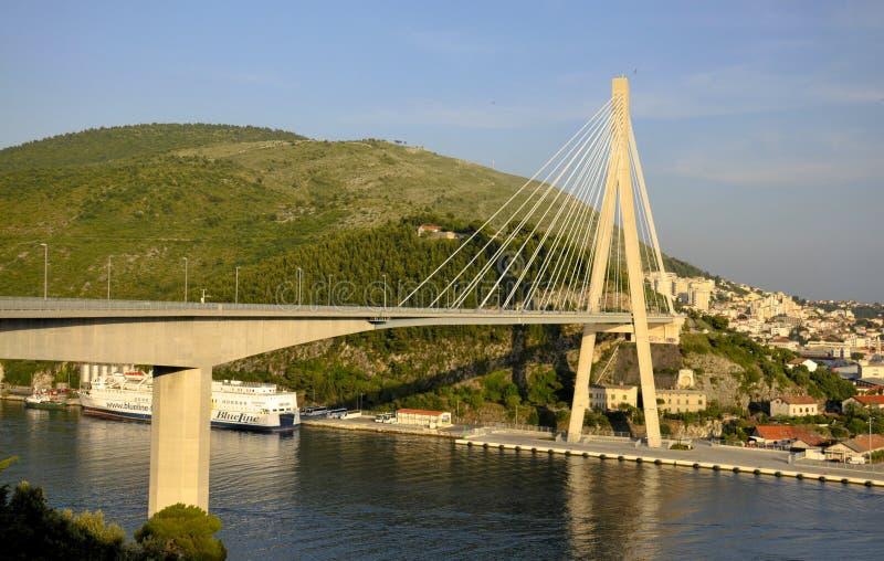 Vista del puente de la sublevación nacional eslovaca imagenes de archivo