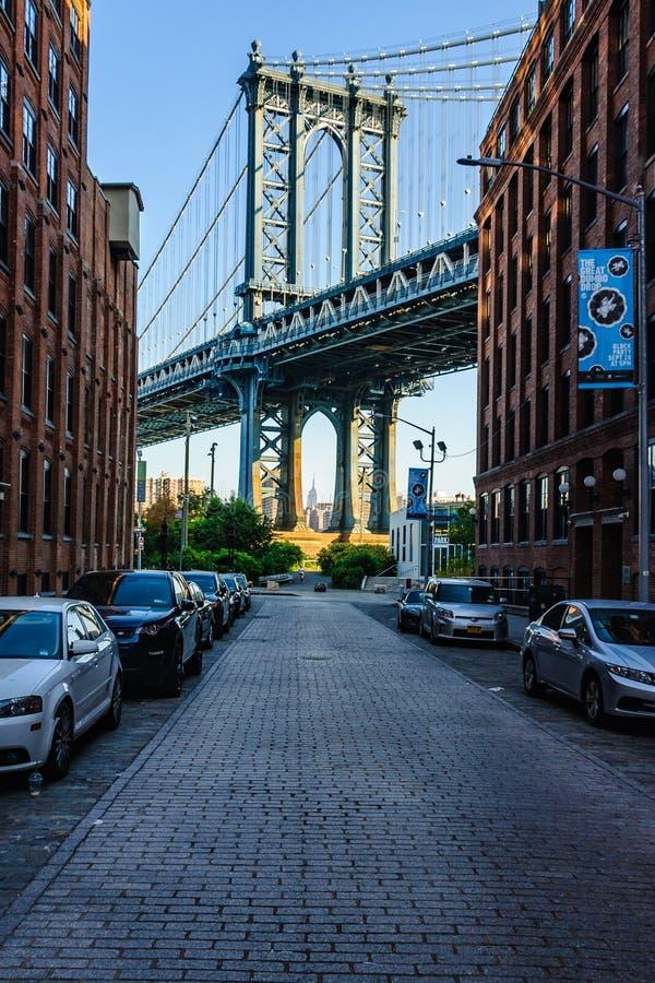 Vista del puente de Manhattan en Brooklyn, NYC, los E.E.U.U. imagen de archivo