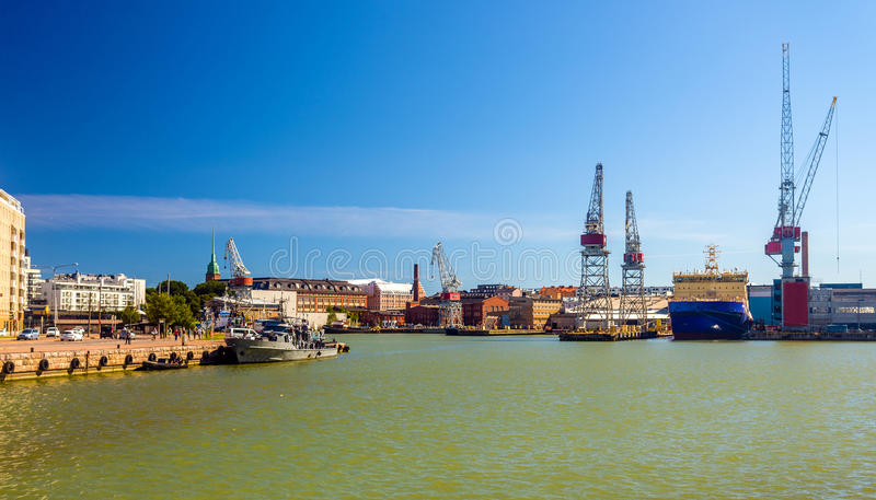 Vista del puerto de Helsinki fotos de archivo