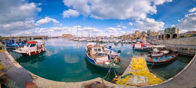 Vista del puerto de Heraklion del fuerte veneciano viejo Koule, Creta, Grecia fotos de archivo libres de regalías