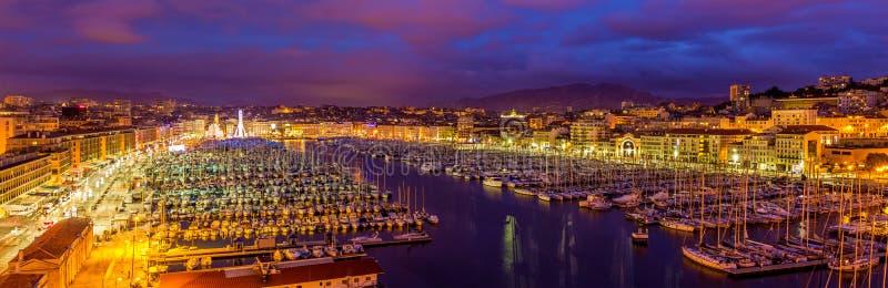 Vista del puerto de Vieux (puerto viejo) en Marsella imagen de archivo