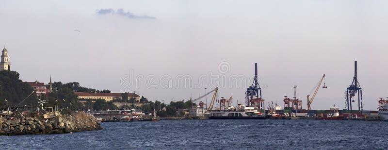 Vista del puerto en Estambul fotos de archivo libres de regalías