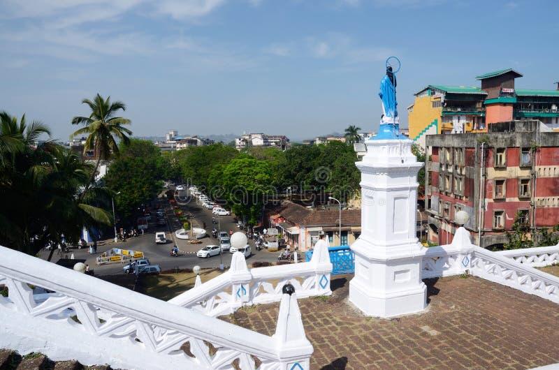 Vista del quadrato della chiesa dalla nostra signora della chiesa di immacolata concezione, Panaji, Goa, India immagine stock