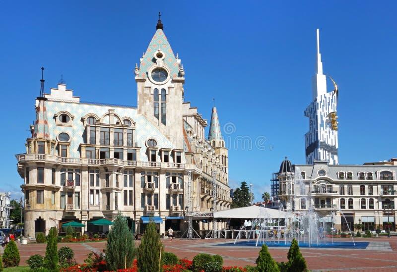 Vista del quadrato di Europa con il monumento di Medea, i palazzi con le torri, Batumi, Adjara, Georgia fotografie stock libere da diritti
