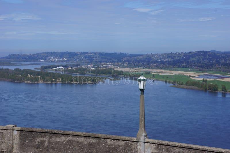 Vista del río Columbia de la casa de Vista, Oregon imagenes de archivo