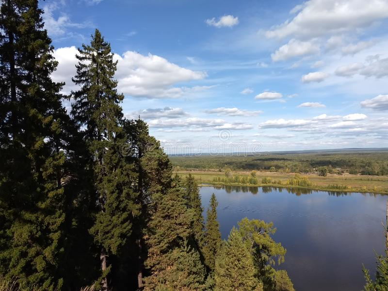 Vista del río de Kama imágenes de archivo libres de regalías