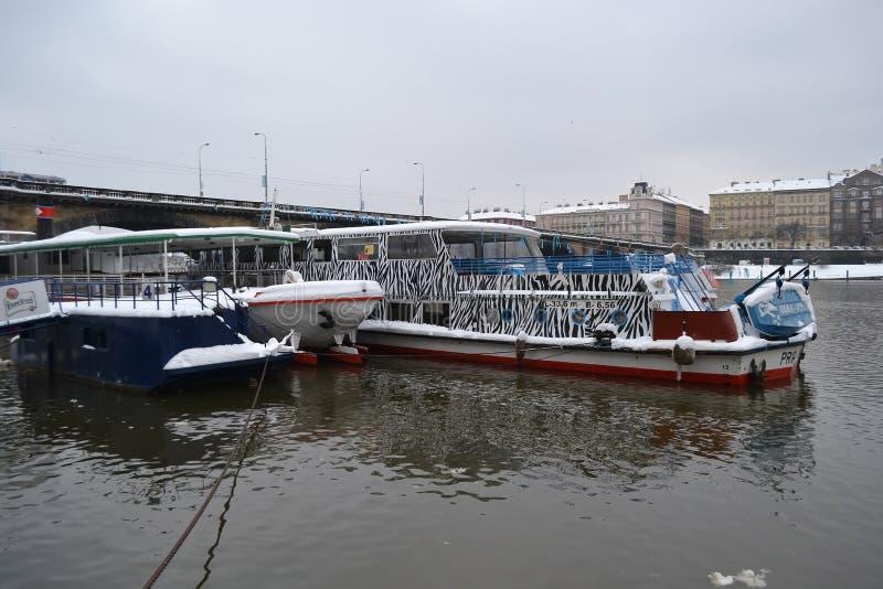 Vista del río de Moldava en Praga imágenes de archivo libres de regalías