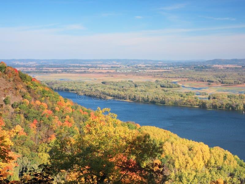 Vista del río Misisipi en Minnesota en la caída fotografía de archivo libre de regalías