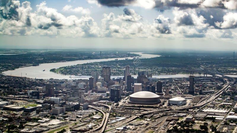 Vista del río Misisipi y céntrico aéreos, New Orleans, Luisiana imagen de archivo