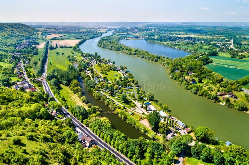 Vista del río Sena en el castillo francés Gaillard en Normandía, Francia fotografía de archivo