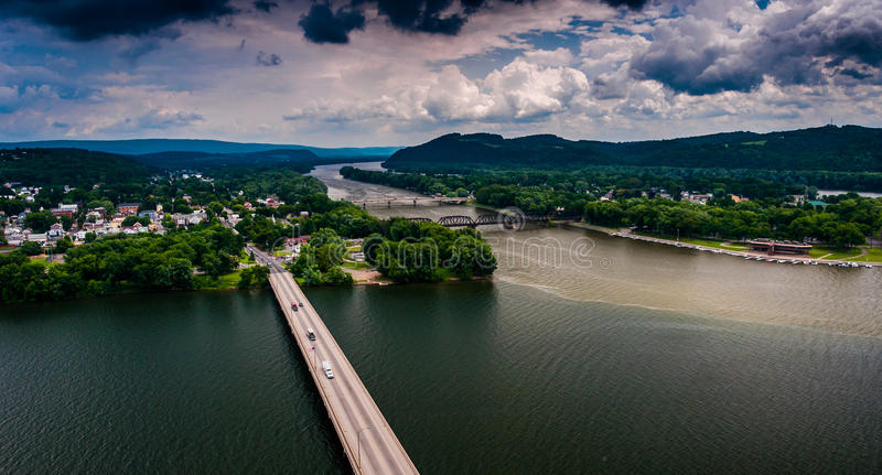 Vista del río Susquehanna y de la ciudad de Northumberland, PA imágenes de archivo libres de regalías