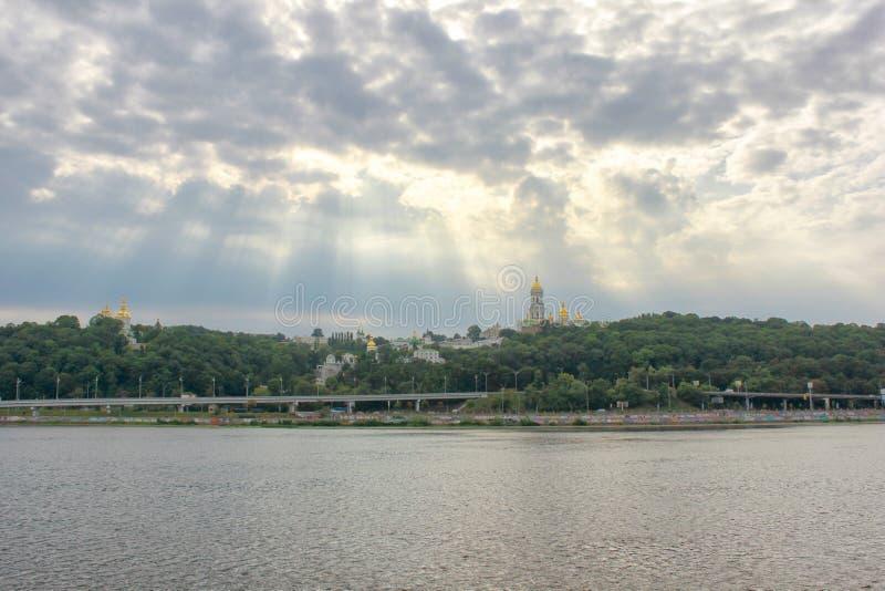 Vista del r?o de Kiev Pechersk Lavra y de Dnepr Kiev, Ucrania fotos de archivo