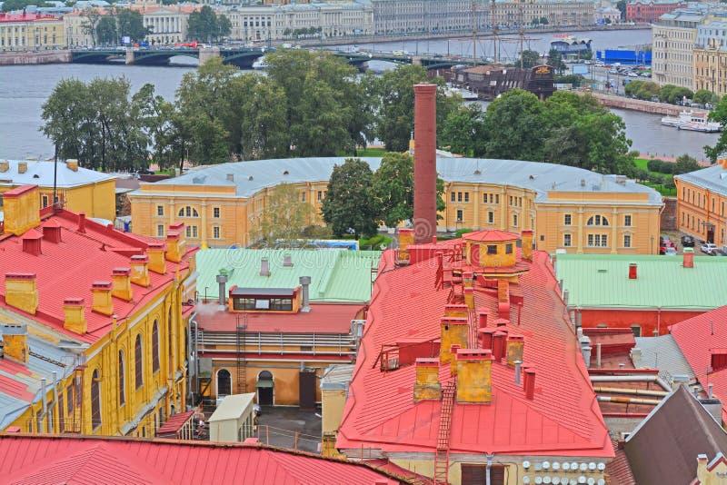 Vista del ravelin di Alekseevsky e del cortile di Peter e di Paul Fortress da altezza di bird& x27; volo di s in San Pietroburgo, fotografie stock