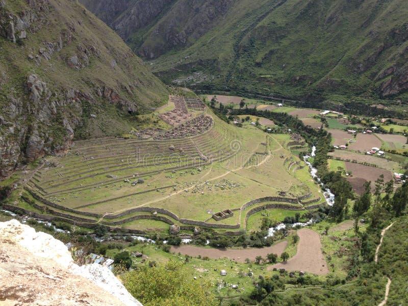 Vista del sito archeologico di Llaqtapata fotografia stock libera da diritti