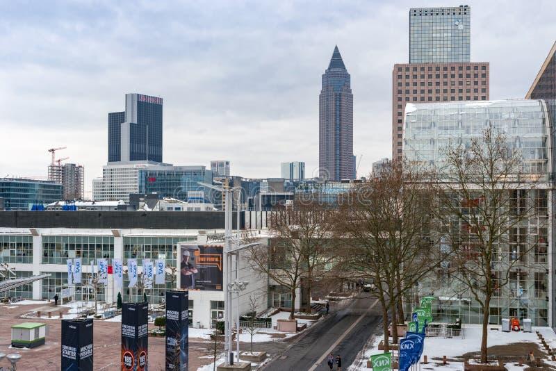 Vista del sito di mostra di Francoforte durante la luce della fiera campionaria del mondo + la costruzione 2018 immagini stock
