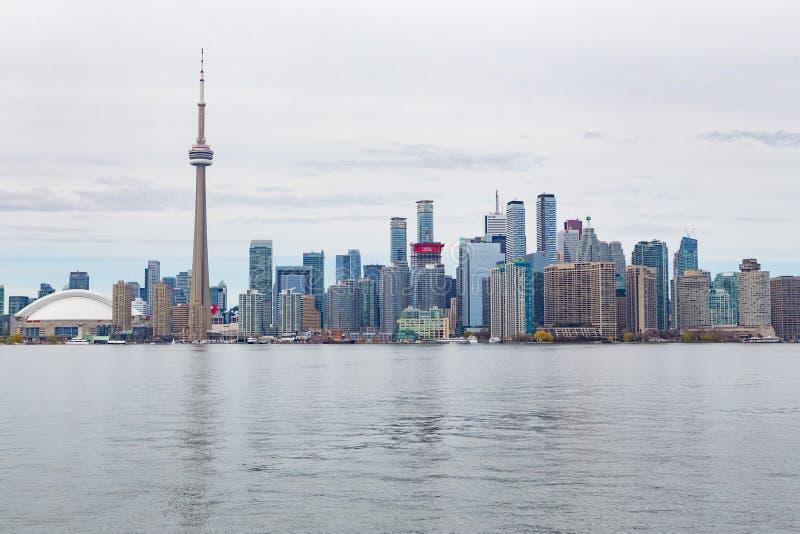 Vista del Skyline del centro de Toronto desde Centre Island imagenes de archivo