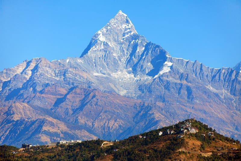 Vista del soporte Machhapuchhre, área de Annapurna, montañas de Himalaya de Nepal foto de archivo libre de regalías